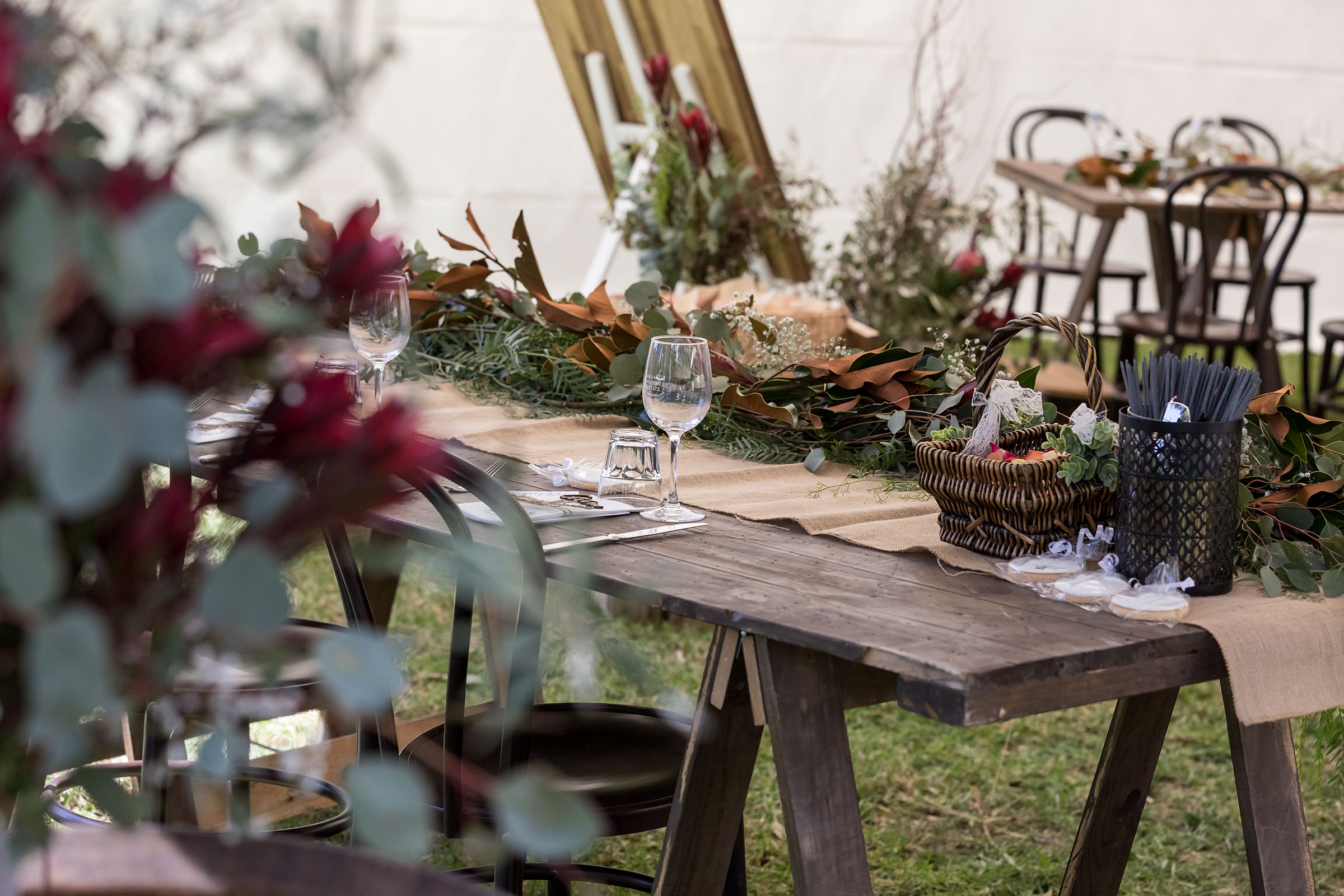 Natural table settings with native flowers